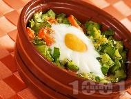 Печено гювече с моркови, тиквички, сирене, яйца и копър на фурна